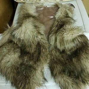 Gorgeous H & M Toddler Faux Fur Vest